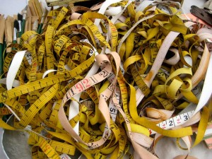 Tape measure tangle