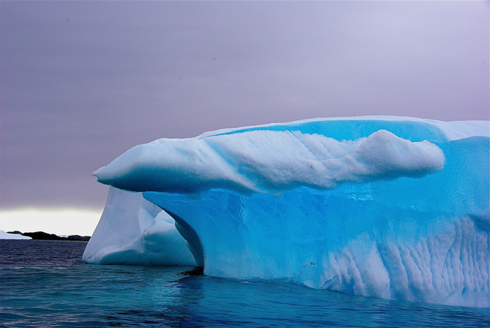 By 23am.com (Antarctica Sailing Trip) [CC BY 2.0], via Wikimedia Commons.